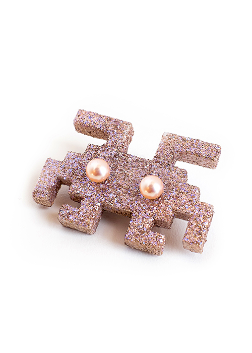 Brooche-003-front-home